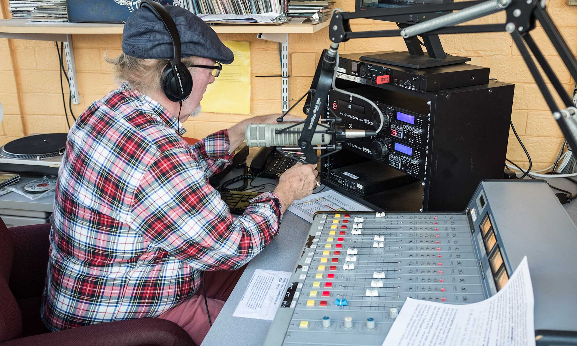 WCOM-LP 103.5 FM